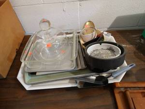 lot of assorted kitchen wares. Baking Dishes, Glass Tops and more