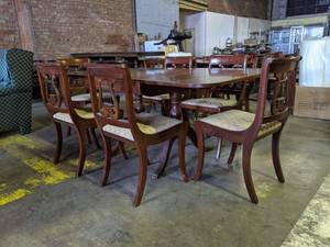 Antique 1950's Duncan Phyfe Table With Leaves And Six Chairs