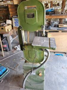 Central Machinery Model 32208 4 Speed 14 inch Wood Cutting Band Saw