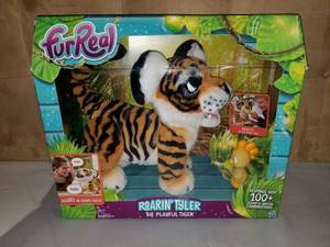 FUR REAL Roarin Tyler The Playful Tiger. 100+ Sound and Combinations. Roars Back.