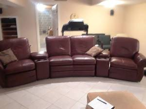 LARGE BROWN LEATHER COUCH WITH 2 RECLINERS AND ARMREST STORAGE