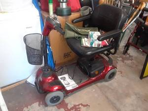 Invacare Electric Scooter with Spare Charger and 3 Keys and Accessories (runs great)