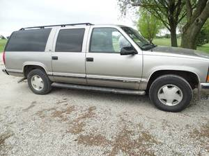 1999 Chevrolet Suburban 4x4 - Runs/Drives! Clear KS Title