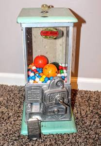 Vintage Master 1 cent Candy Machine with Key circa 1920