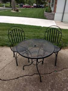 30 in wrought iron table and chairs