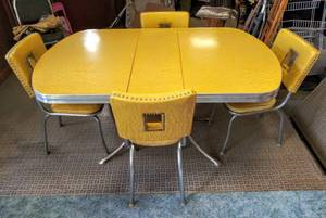 Mid-Century Oval Dining Table w/ 4 Chairs