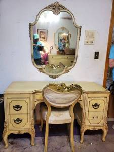 French Provincial Vanity with Hangind Mirror.52 x 20 x 30 Inches