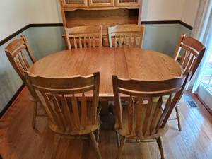 Oak Dinning Table - 6 Chairs - with Leaf
