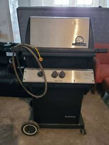 Stainless Propane Broil King with Wheels and Thermometer