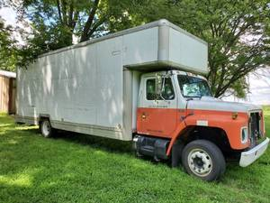 1988 NAV 5- Speed S1600  UK 26ft Box Truck - Contents in Back Sold Separately  - Clean Title