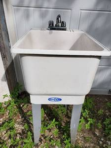 UTILATUB Plastic Slop Sink with Faucet and Stand