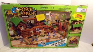 FORT APACHE TOY SET