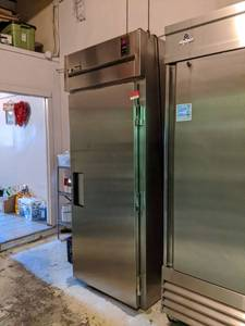 True Refrigerator TR1RRI-1S With Pan Racks, Casters Included, Not Attached