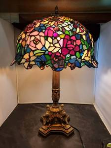 Tiffany Style Multi-Color Roses Stained Glass Ornate Lamp