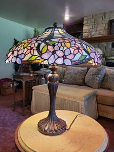 Beautiful Multi-Color Tiffany Style Lamp with Metal Base