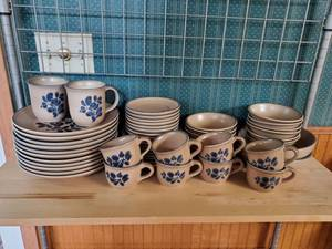40 Piece Phaltzgraff Dinnerware - NO CHIPS OR CRACKS - Excellent Condition