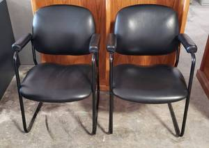 Pair of Black Vinyl Office Chairs w/Padded Arms ~ 24 x 24 x 33 in. tall ~ Seat: 18 in. ~ some minor dings ~ see pix