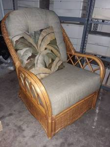 Braxton Culler Furniture Wicker Honey Colored Swivel Lounge Chair