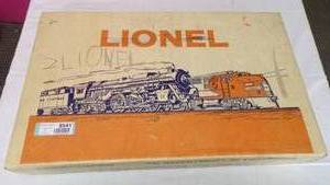 LIONEL TRAIN ENGINE AND CARS