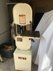 Jet 14 Inch Closed Band Saw Working