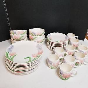 Maryann Baker dishware 38 pc set