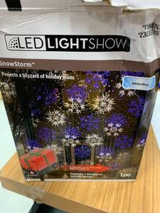 Lightshow swirling white/blue snowflakes Christmas indoor/outdoor light show projector- tested works