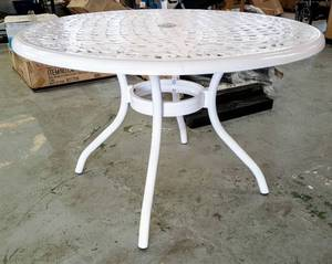 Phoenix White Round Aluminum Outdoor Round Dining Table by Noble House ~ $360 Retail! ~ NEW!!