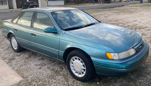 1993 FORD TAURUS - Clear Kansas Title Runs, Drives - see pics and description