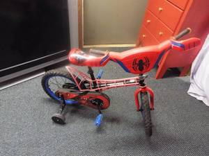 Huffy marvel spider-man kid 16'' bike with training wheel's.